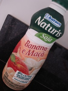 Iogurte de soja sabor banana e maçã
