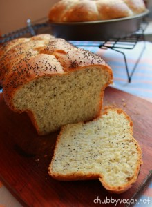 Onion and poppy seeds bread