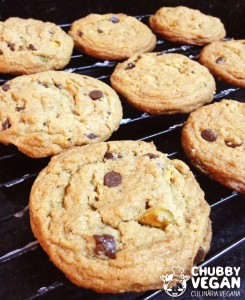 Cookies com pistache e chocolate chips vegan
